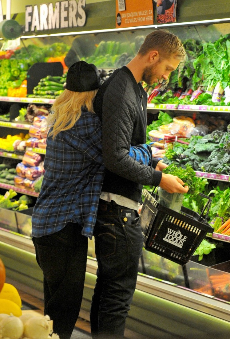 rita-ora-cant-keep-her-hands-off-boyfriend-calvin-harris-19.jpg