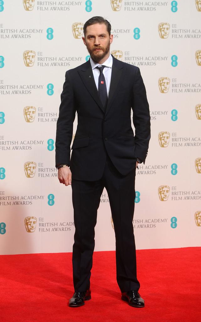 Há algum tempo sumido dos grandes eventos do cinema, Tom Hardy - que já foi referência por aqui - mostra que sua presença precisa ser mais frequente. Com um terno de caimento perfeito, acessórios pontuais e uma barba de impor respeito, o inglês foi um dos mais elogiados da noite.