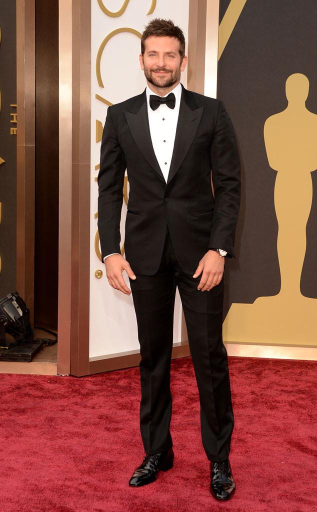 Eleito pela GQ americana, Bradley Cooper, mais uma vez, mereceu aplausos. Com um modelo mais clássico, de lapelas largas e detalhes nos botões da camisa, o rapaz definitivamente se consagrou como um dos mais bem vestidos dos tapetes vermelhos dos últimos anos.