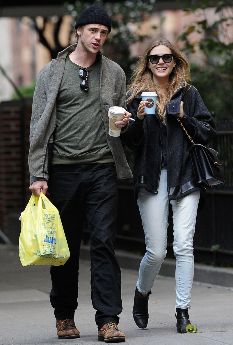 elizabeth-olsen-boyd-holbrook-grocery-shopping-couple-02.jpg