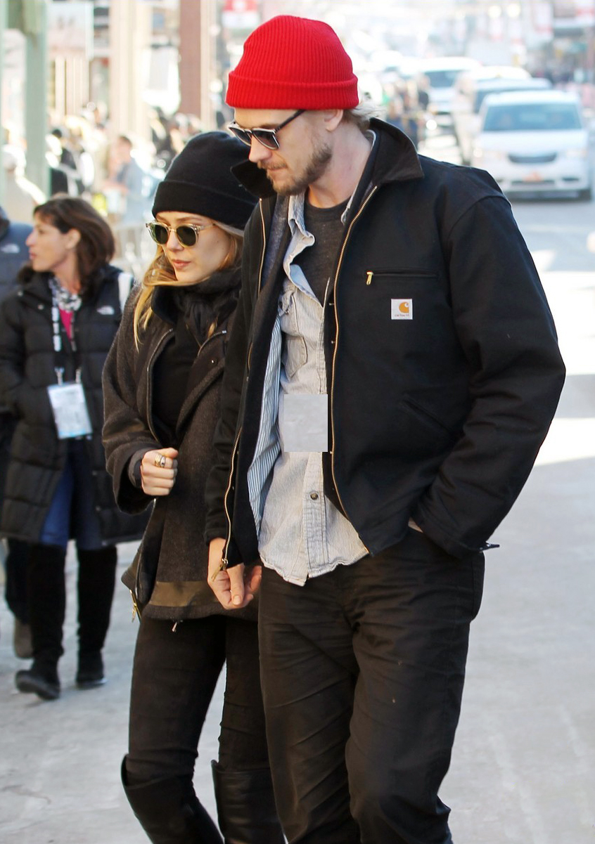 elizabeth-olsen-hangs-with-boyd-holbrook-at-sundance-02.jpg
