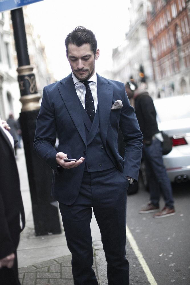 Como muitos devem lembrar, aqui vale exatamente o contrário do post para baixinhos. Na hora de escolher o terno, lapelas largas e gravatas com nós mais encorpados ajudam a 'achatar' o corpo. Além do que, se escolhidos com o devido capricho, podem se tornar um diferencial bastante valioso.