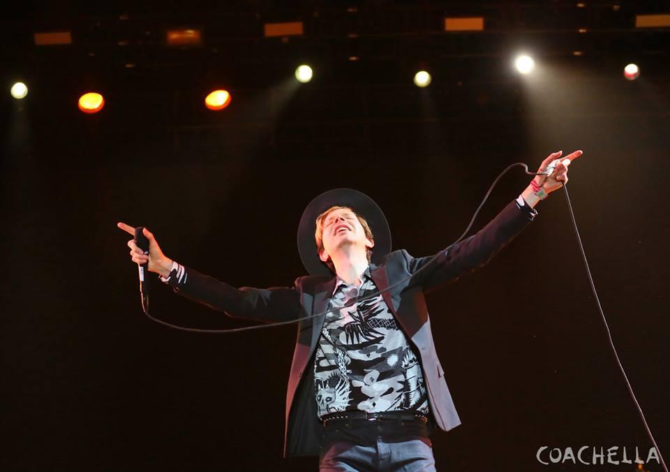 Beck, cheio de carisma e elegância debaixo do chapéu tocou hit atrás de hit com a habitual criatividade e sabedoria.