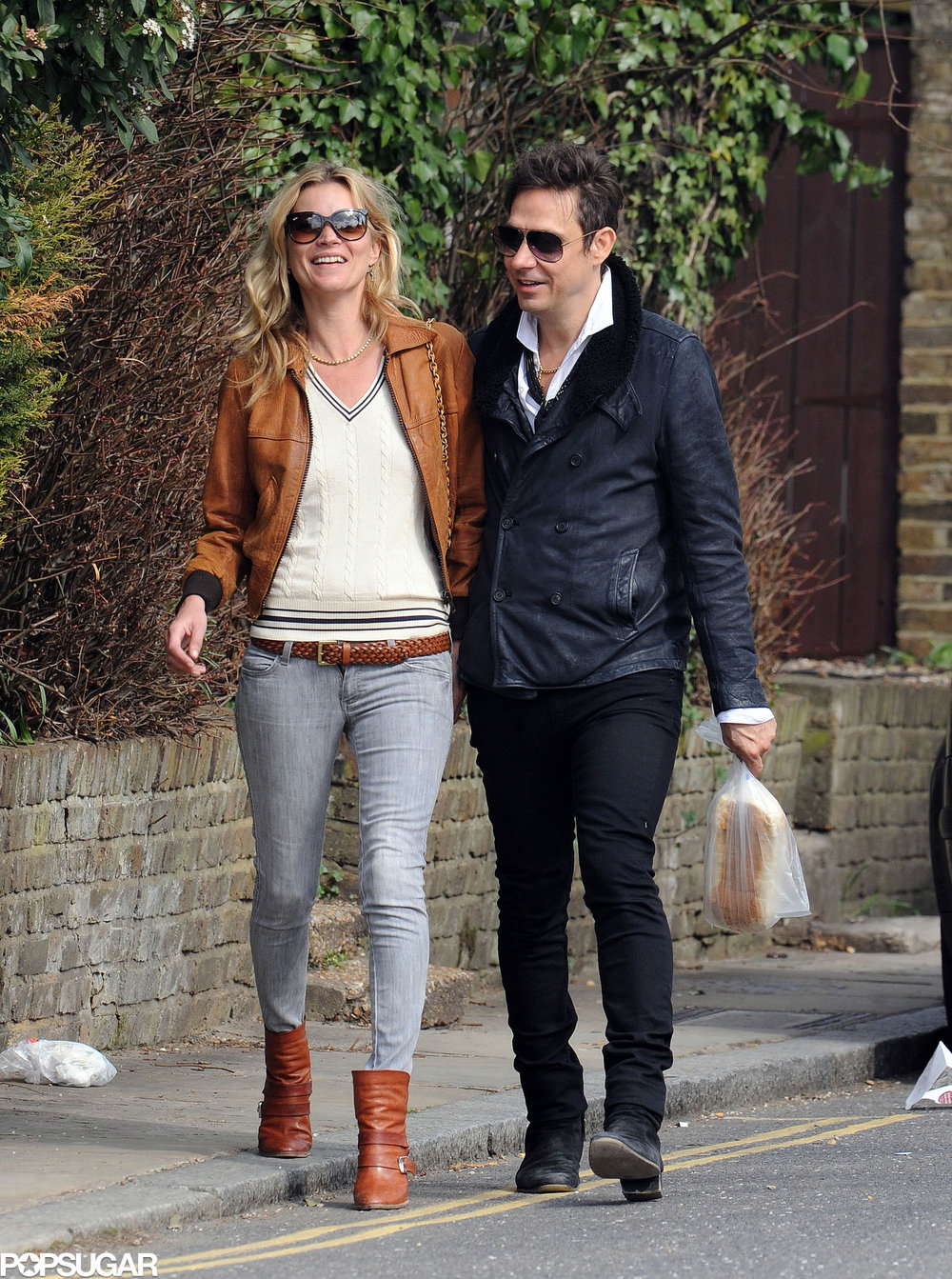 Kate-Moss-Jamie-Hince-shared-laugh-while-walking-through.jpg