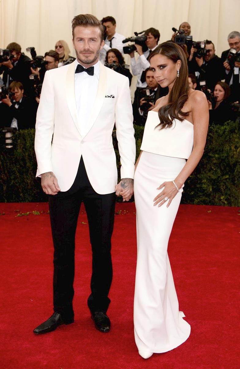Mais uma acertada aposta no smoking branco. Depois de Matthew McConaughey e Jared Leto no Oscar, ficou fácil vestir um desses em público. O sempre ícone David Beckham foi mais um que tomou a acertada decisão de combiná-lo com peças discretas.