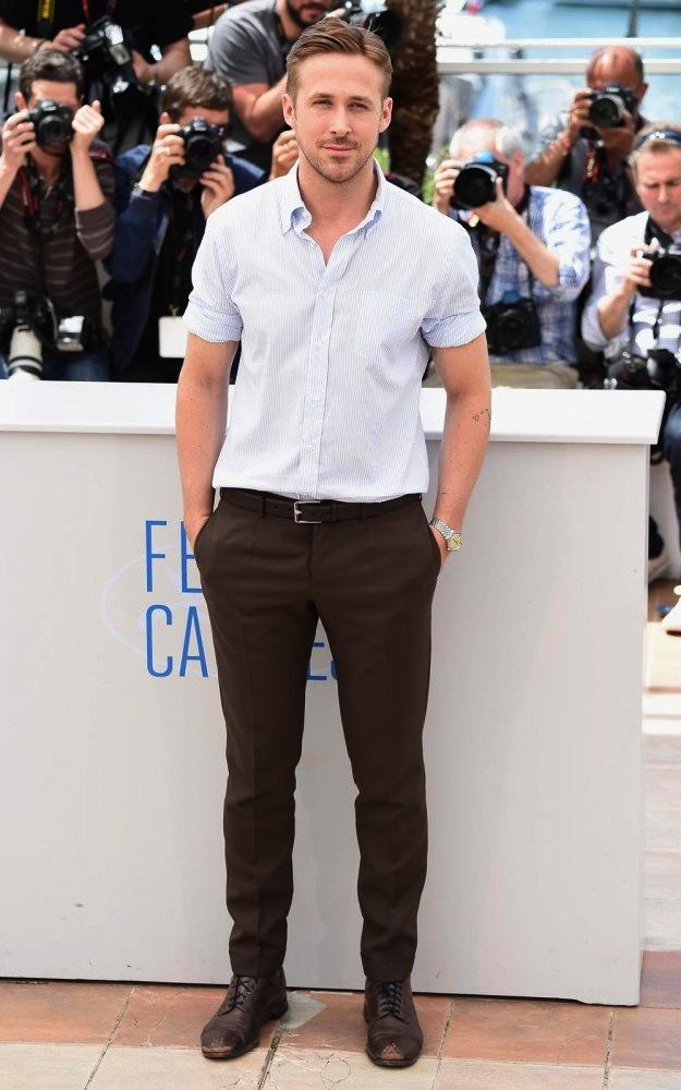 """E a 67ª edição do Festival de Cannes marcou o retorno de Ryan Gosling aos holofotes. Dessa vez como diretor, em """"Lost River"""", Ryan mostrou a sabedoria e a simplicidade de sempre para receber os aplausos por sua estreia na direção e pela sua volta aos blogs de moda."""