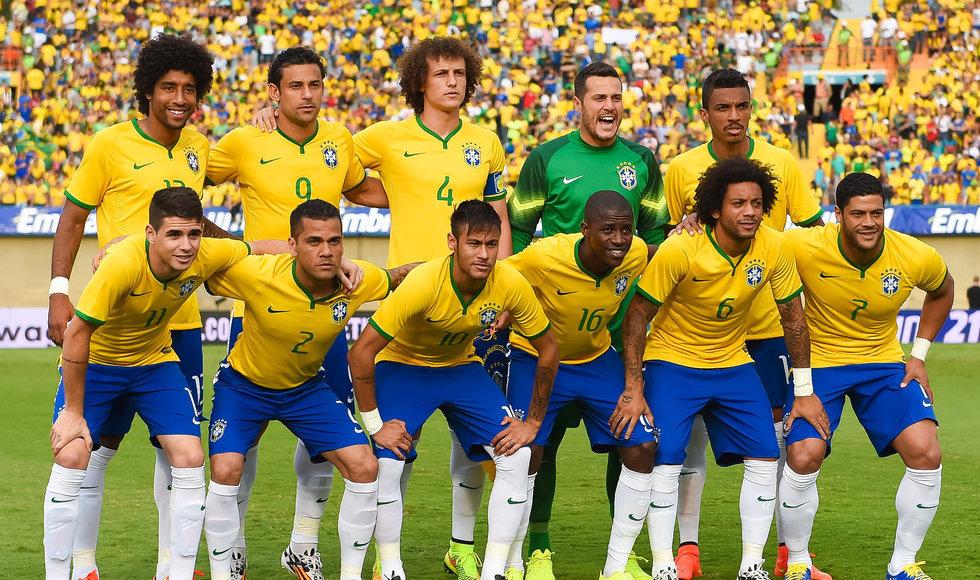 8 - Brasil.  A camisa da seleção brasileira mais bonita em muitos anos. A gola v e os poucos detalhes deixaram a versão 2014 com cara de mais moderna.
