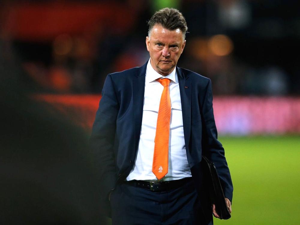 Louis Van Gaal - Holanda  Um dos mais experientes da nossa lista. No futebol e no figurino. Van Gaal é adepto dos ternos e gravatas mesmo no banco de reservas.