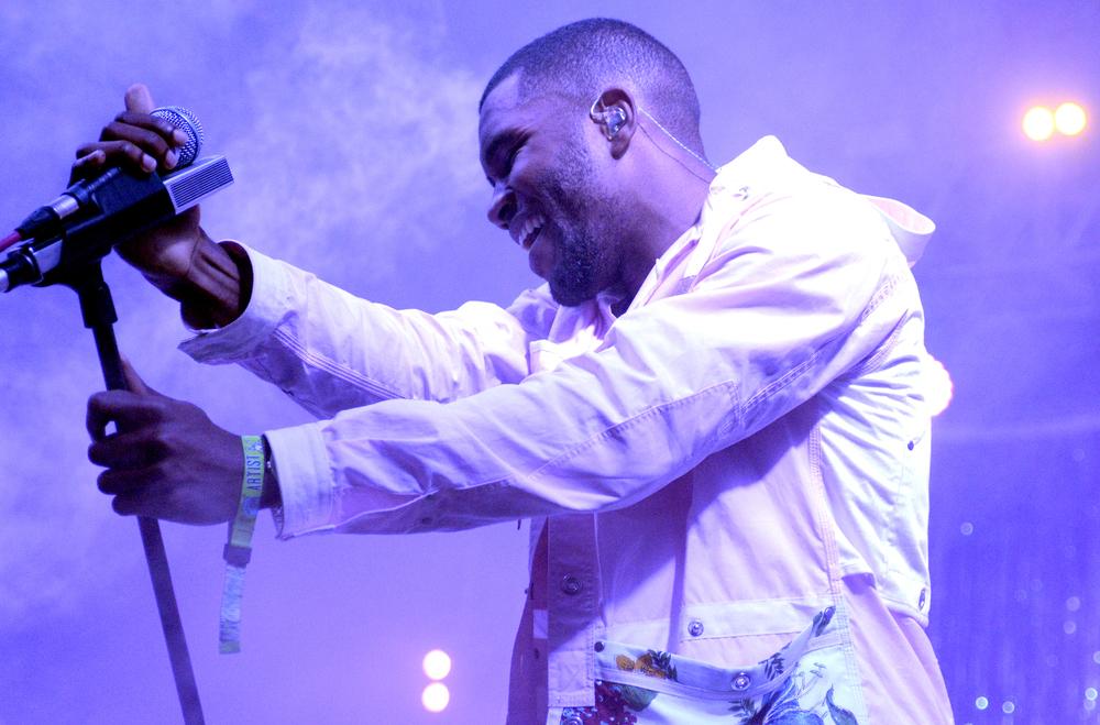 Considerado uma das melhores novidades do rap dos últimos anos, Frank Ocean mostrou que também tem estilo para ocupar tal posto. Nada de correntões de ouro ou roupas largas.