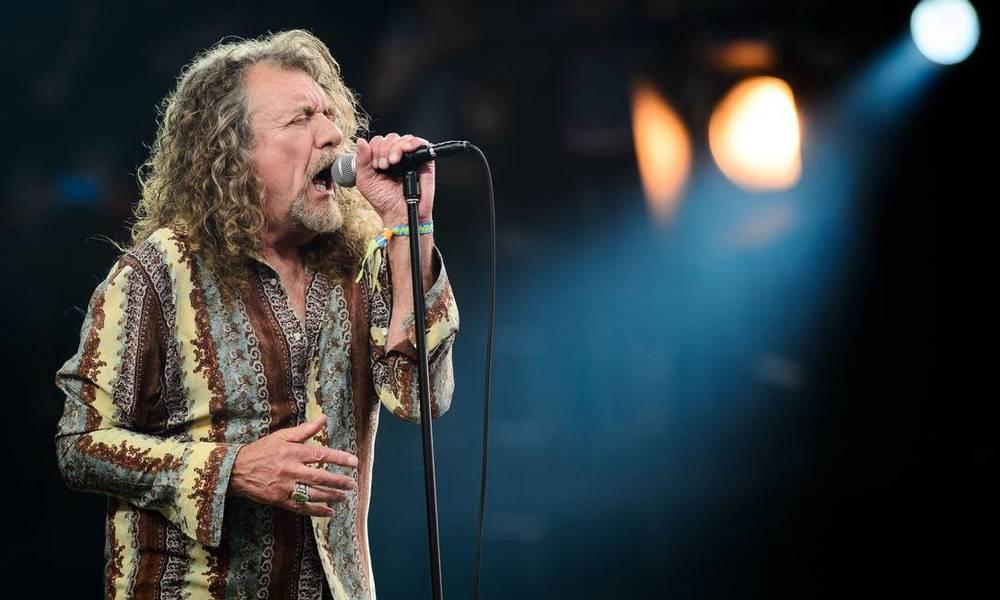 Membro da ala pré-histórica do evento, Robert Plant desfilou pelos palcos do Glastonbury com uma camisa bastante estampada. Mas é o Robert Plant, o cara por trás da voz incrível e de tantos hinos eternos do rock. Então a gente deixa passar.