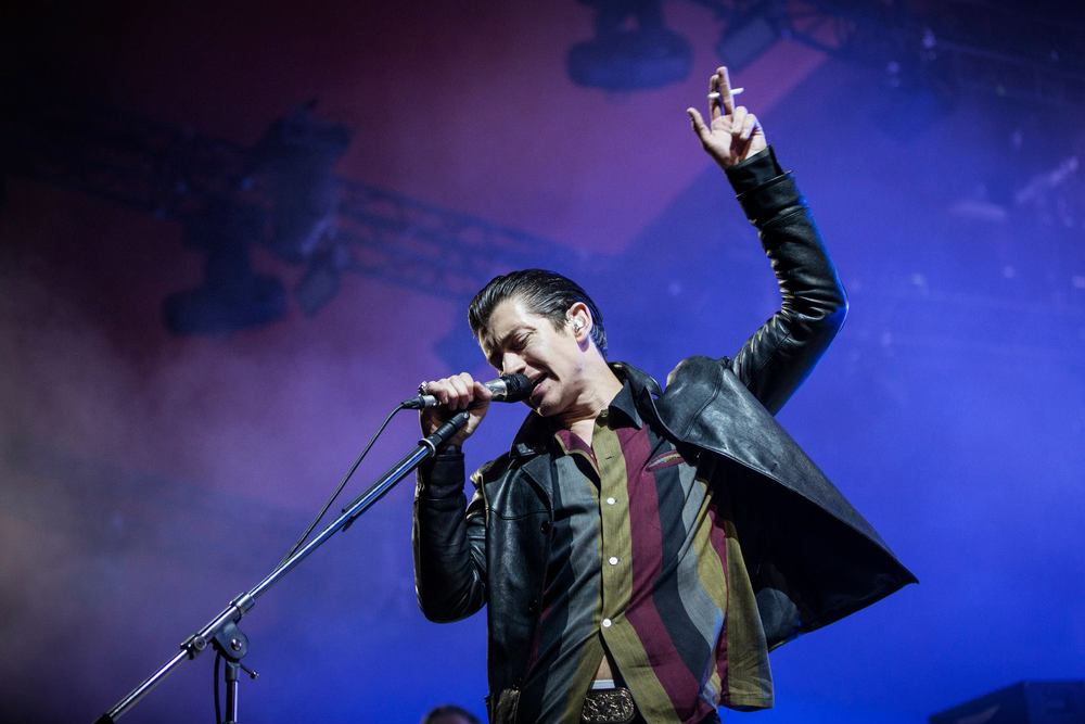 Uma das atrações mais esperadas do evento, os Arctic Monkeys, não decepcionou. Pelo menos no quesito música. Porque no visual, Alex Turner segue naquela linha 'Charlie Harper' de se vestir que não agrada quase ninguém.