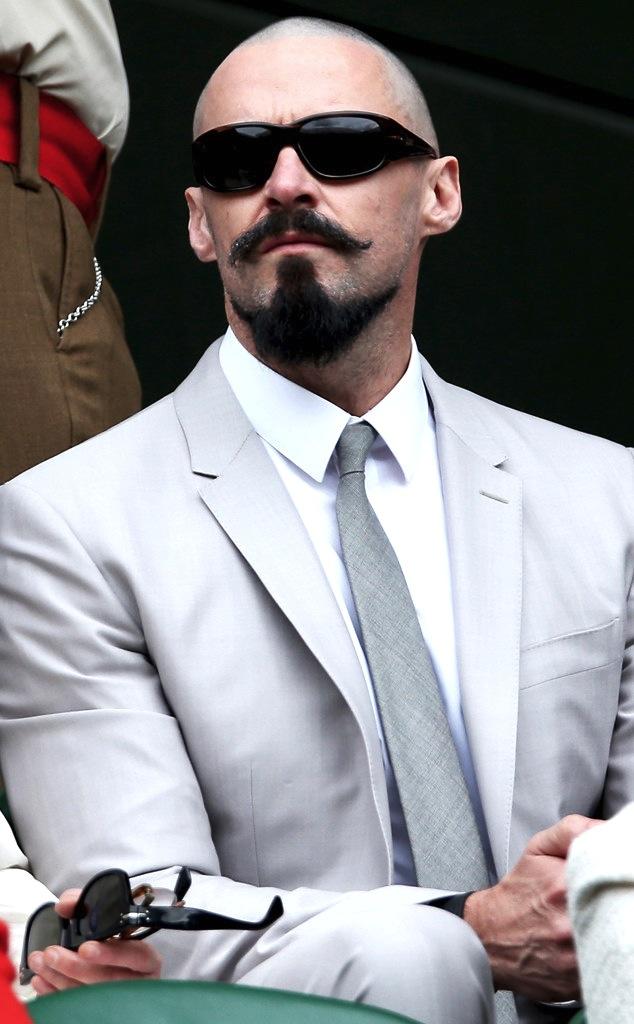 Hugh Jackman (já cultivando um estranho visual para o personagem 'Barba Negra').