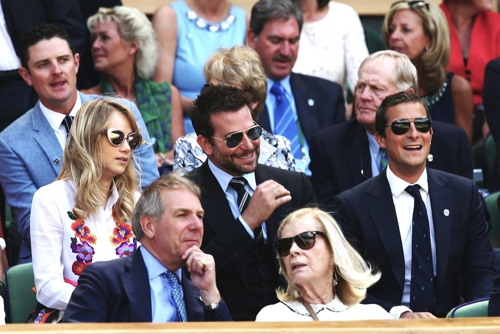 Suki Waterhouse, Bradley Cooper e Bear Grylls.