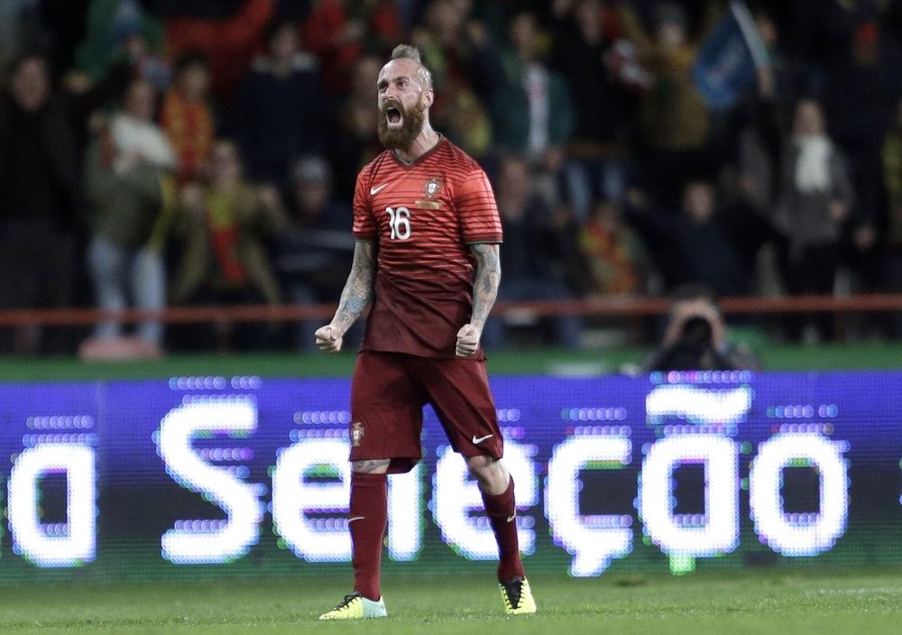 Raul Meireles - Portugal  Apelidado por nós de 'Beckham rock'n'roll', Raul Meireles viu a sua pobre seleção ser eliminada com facilidade na primeira fase. Pena para os espectadores que ficaram sem a barba e o moicano mais imponentes do futebol.