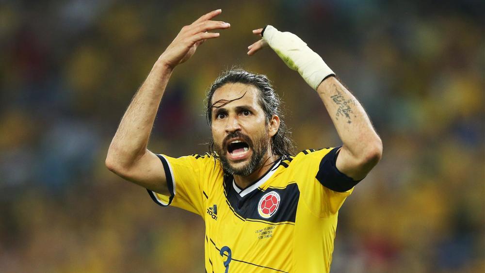 Mario Yepes - Colômbia  Do alto dos seus 38 anos, Yepes viu a sua Colômbia cair de pé diante do Brasil. E com estilo, afinal ele se mostrou mais um adepto do coque.