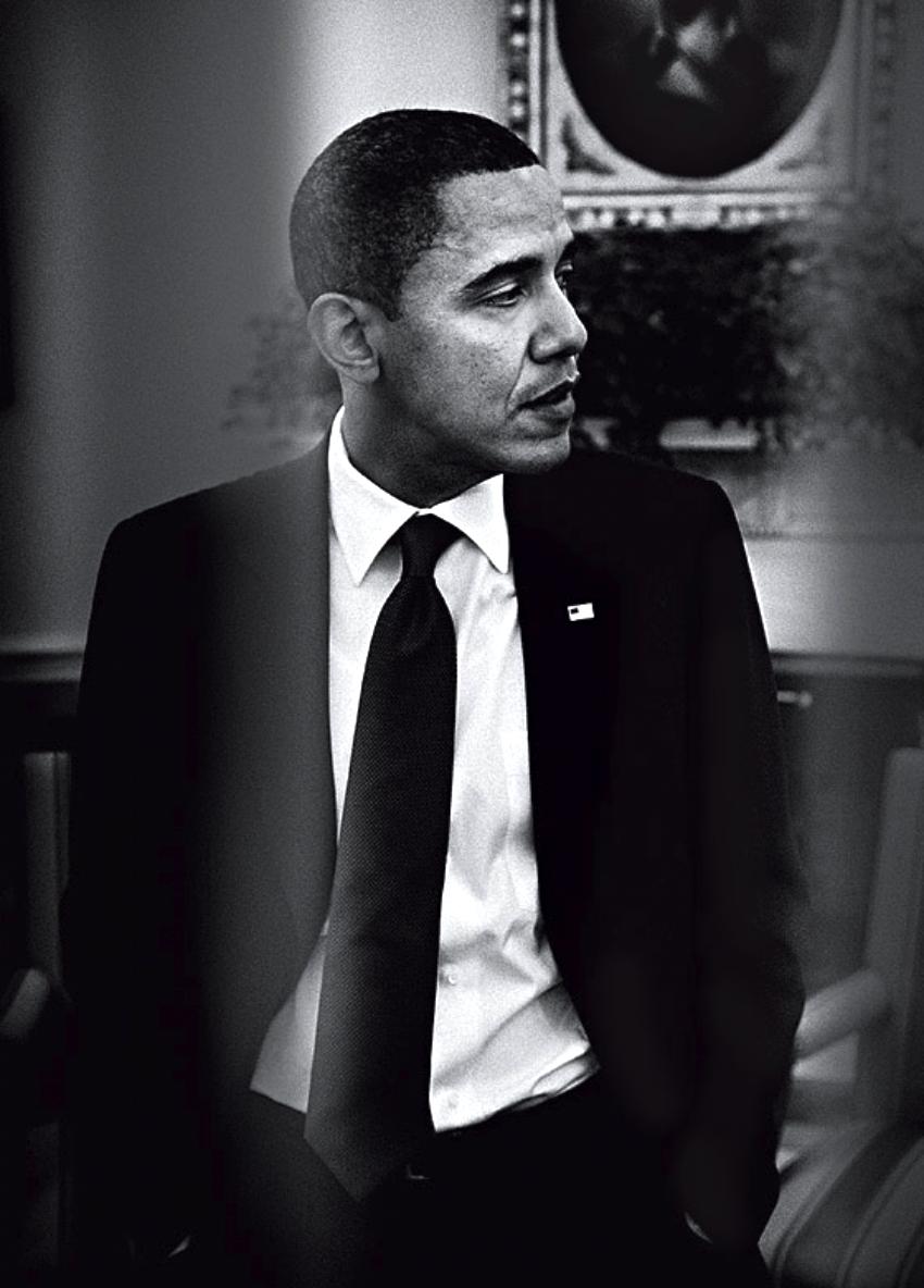 Barack Hussein Obama II, o 44º presidente dos Estados Unidos, é o nosso aniversariante do dia. O mais bem vestido depois de John F. Kennedy. Sim, porque Obama sabe como ser um presidente e um ícone de estilo ao mesmo tempo. Afinal, vestir terno e gravata o tempo todo não é fácil. Ainda mais quando se é o presidente da nação mais poderosa do mundo. É estritamente proibido ousar em cores, estampas, acessórios e penteados. Ao chegar aos 53 anos, Obama mostra que é possível se vestir bem mesmo com todos esses desafios. E por essas e por outras que ele hoje recebe a nossa homenagem. Uma referência de estilo e de muitas outras coisas que nem cabem listar aqui.
