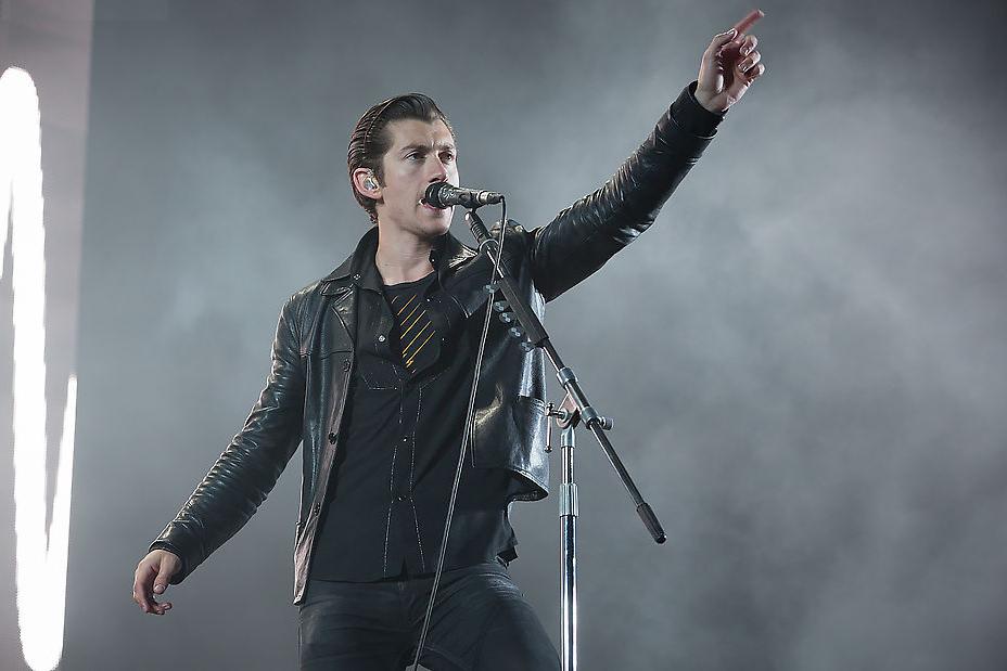 Arctic Monkeys dispensa comentários. Mais uma vez se distanciando do visual batizado por nós de 'Charlie Harper', Alex Turner e seus colegas agitaram São Francisco com um bombardeio de hits e muita elegância.
