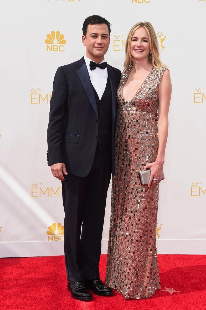 Apresentador de talk show precisa estar sempre bem vestido. Ainda mais quando falamos de Jimmy Kimmel, um dos mais conceituados do momento. O smoking de três peças foi uma escolha bastante adequada.