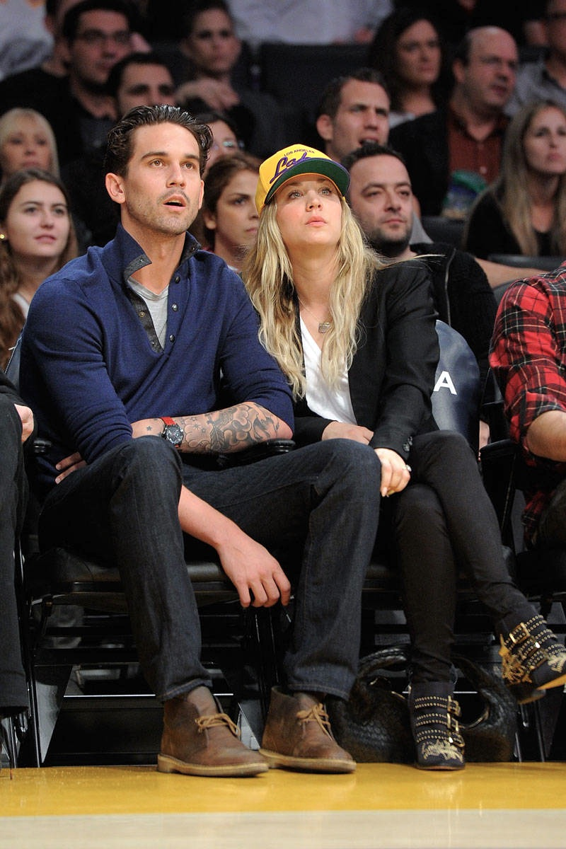 elle-12-basketball-celebrity-kaley-cuoco-xln.jpg