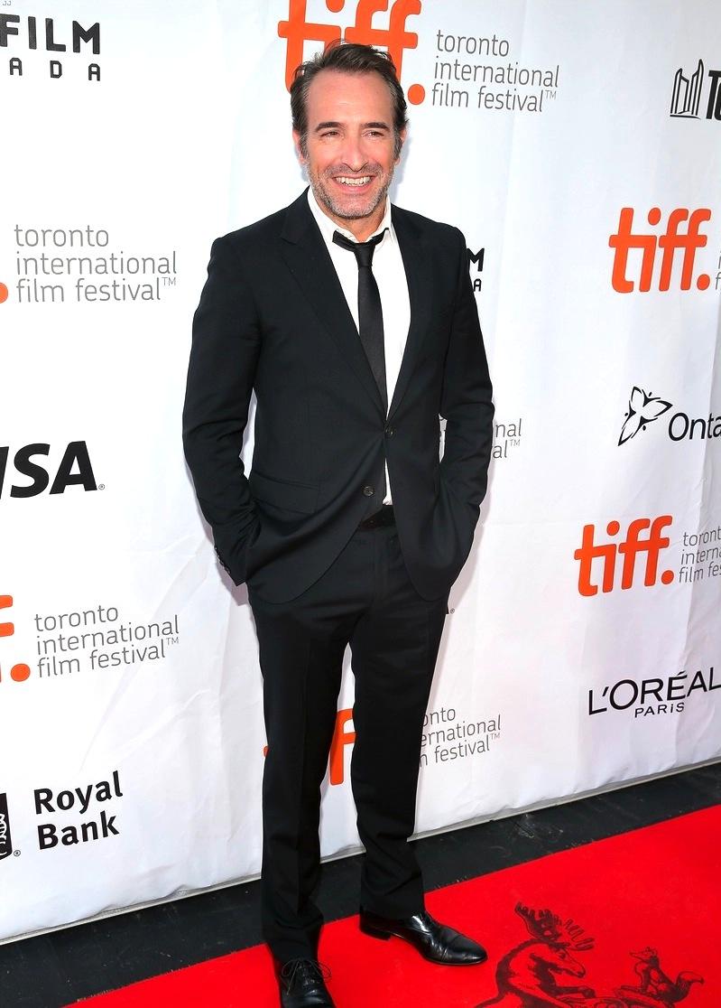 Jean Dujardin, ator francês mais pop do momento, mais uma vez mostrou toda a sua simplicidade e carisma junto de um visual impecavelmente despojado.