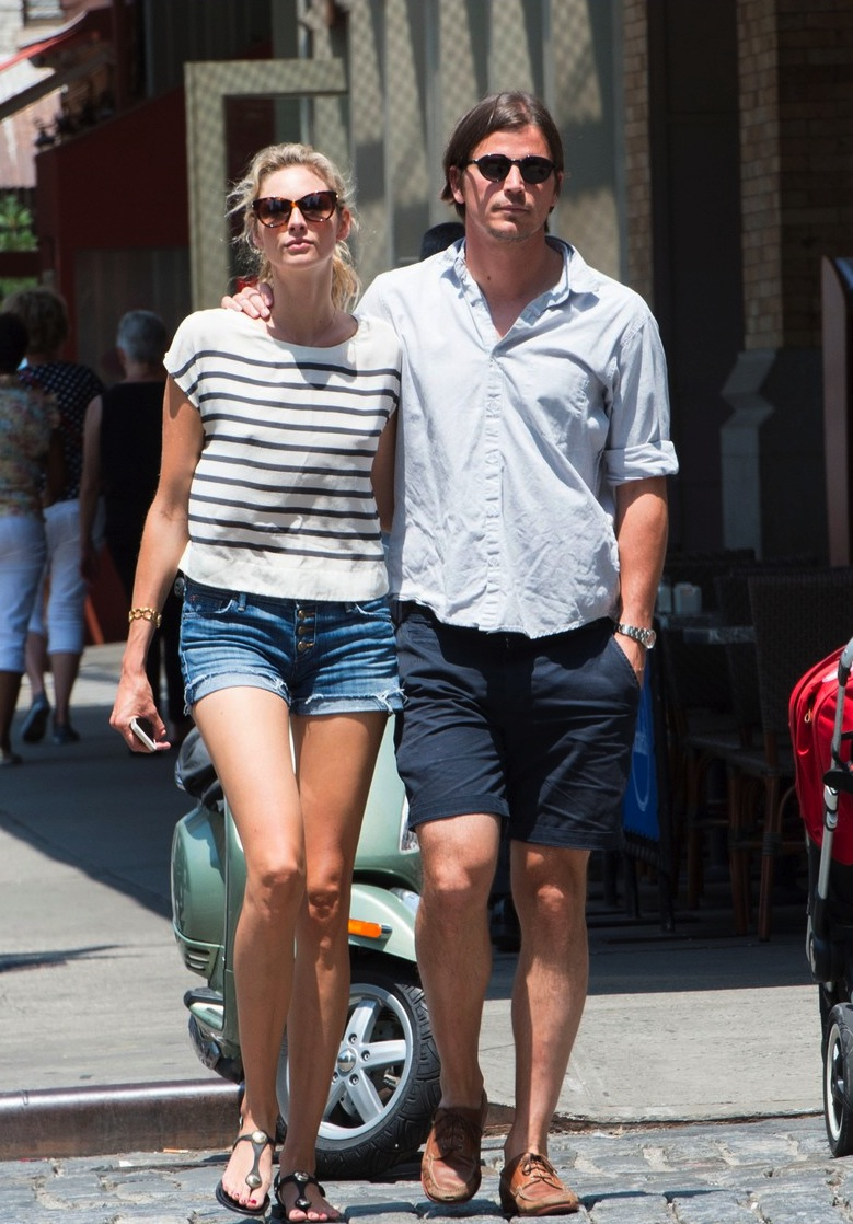 josh-hartnett-tamsin-egerton-wrap-arms-around-each-other-on-stroll-01.jpg