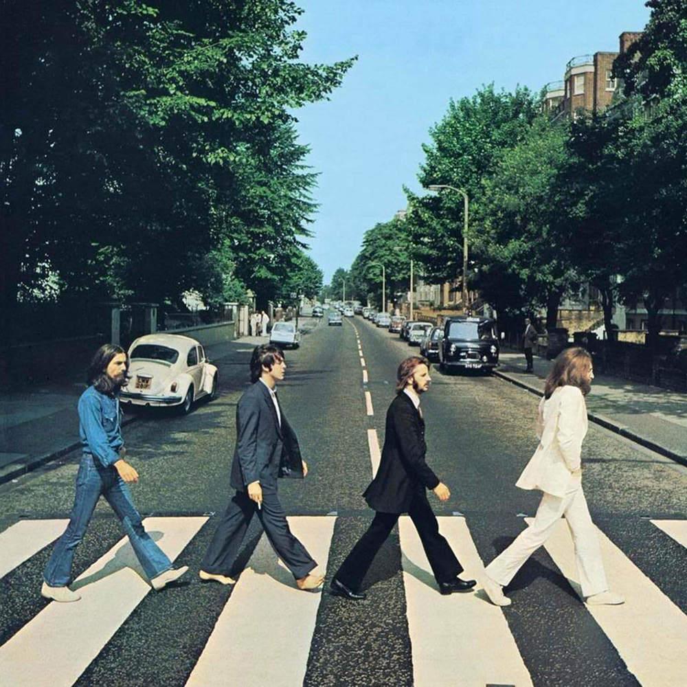 """O verdadeiro último álbum dos Beatles. Sim, porque apesar de lançado antes, foi gravado antes do famoso """"Let it Be"""". E apesar de representar o fim da banda, também mostra uma das fases mais elegantes dos quatro. Maduros, experientes e ainda cheios talento e criatividade. A capa, uma das mais importantes da história da música, mostra isso. Ternos bem cortados, jeans, barbas e cabelos bem/pouco cortados. Uma das fazes mais rock'n'roll de toda a tragetória da banda também representa uma das mais elegantes. E que até hoje, 45 anos depois, ainda é atual."""