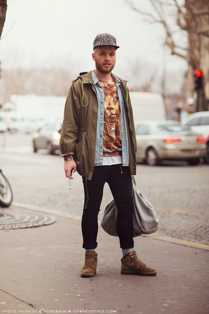 street-style-streetstyle-paris-look-rua-semana-moda-fashion-uomo-masculino-men-special-detalhes-details-boné-fashionista-parka-camisa-jeans-camiseta-estampado-sacola-tenis-nike-calça-legging-preto-verde-azul-cinza-bege-682x1024.jpg