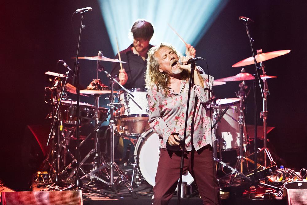 E por falar em tempo de estrada, outro experiente  frontman do rock deu as caras no festival. Robert Plant, ex-Led Zeppelin, mostrou ter abandonado as calças justíssimas, adotando modelos um pouco mais folgados e um nobre cavanhaque. Sendo Robert Plant, tá tudo ótimo.
