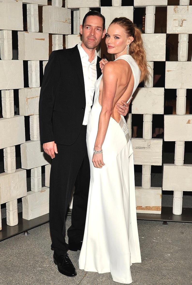 Eles já foram referência pra casal por  aqui e mostraram que seguem inspirando casais na hora de se vestir. Kate Bosworth e Michael Polish capricharam no minimalismo para atrair muitos elogios durante a noite de ontem.