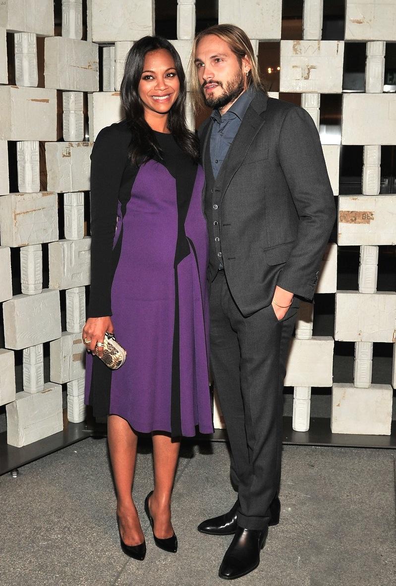 Outro casal que merece toda atenção é o dos atores Zoë Saldaña e Marco Perego. O italiano foi certeiro ao também desferir um terno de três peças, mostrando que até a ausência de gravata pode funcionar como um aspecto positivo.