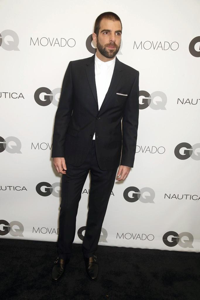 Premiado pelo seu trabalho com o 'Trevor Project', Zachary Quinto mais uma vez caprichou na vestimenta. Terno bem cortado; barba, cabelo e bigode alinhados e muita simplicidade deram o tom. Nem a ausência da gravata pode ser notada.