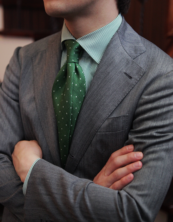 Green-×-Green-tie-menswear-dotted-four-in-hand-knot.jpg