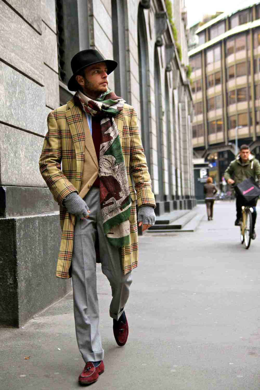 Green-Fumetto-Cashmere-Scarf-Marphy-shoe-Bordeaux-men-style-lookbook-street.jpg
