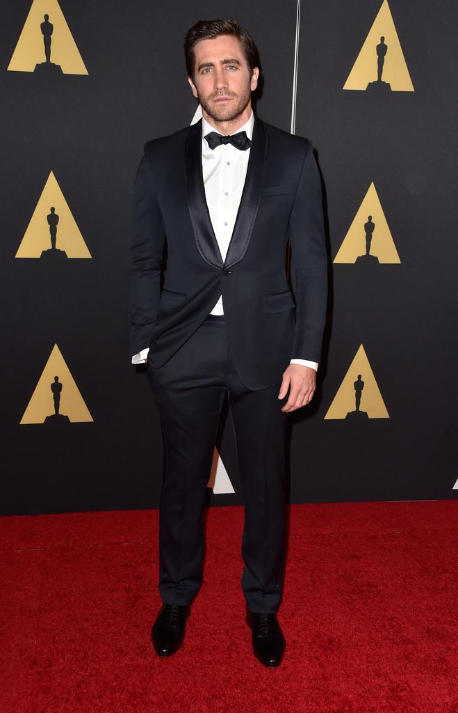 Jake Gyllenhaal é sempre alguém para ser observado em eventos como esse. E dessa vez ele fez por merecer. Seu smoking marinho de apenas um botão e lapela alongada fez bonito no tapete vermelho. Um dos destaques da noite.