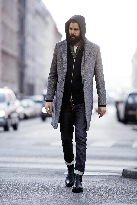 Cinza. Outro clássico. Ótima combinação para o verão ou para o inverno. De camisetas, bermudas e chinelos até blazers, botas e jaquetas.