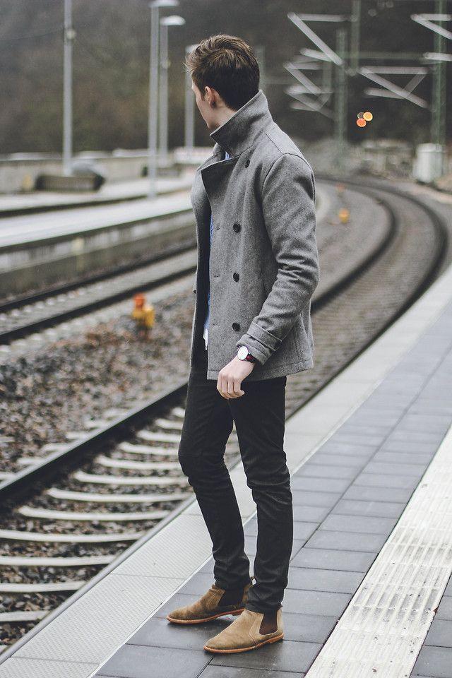 Marrom. Outra que permite muitas possibilidades só variando o tom. Os tons mais escuros merecem cuidado redobrado- pode indicar que a pessoa confundiu preto com marrom na hora de vestir. Os tons mais claros, em compensação, são mais tranquilos e sempre caem bem.