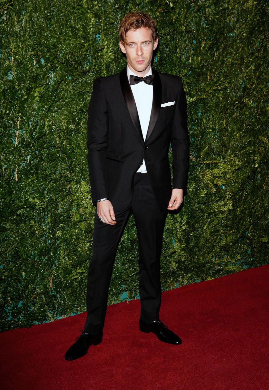 E a escola britânica de vestir ternos e smokings segue irretocável.Luke Treadaway foi mais um que chamou atenção para o excelente uso do alfaiate na noite de ontem.