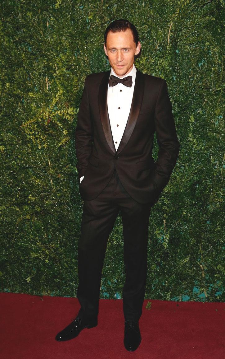 O grande vencedor da noite. E não só por causa desse belo smoking. Tom Hiddleston foi condecorado ontem com o prêmio de Melhor Ator do ano. E, convenhamos, subiu no palco mais do que adequado para a ocasião.