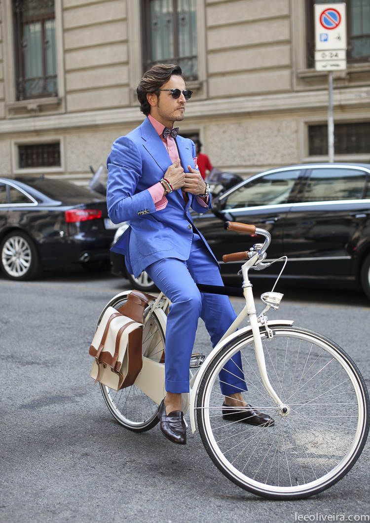 blue-summer-suit-bike-milan-rarofashion-fashion-raro-italian.jpg