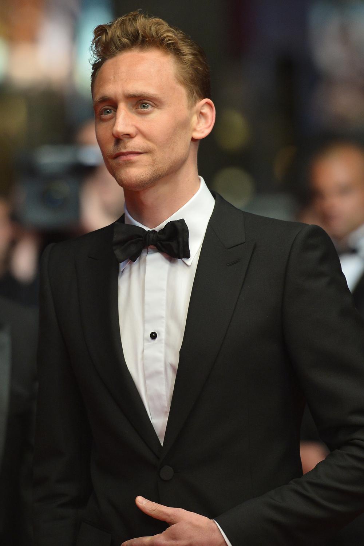 2 - Tom Hiddleston. Quem diria que  Loki , o irmão mais novo de Thor na adaptação para o cinema, seria um dos homens mais elegantes de 2014. Pois é, Tom Hiddleston foi mais um que mostrou que anda visitando bastante o seu alfaiate. Medalha de prata.