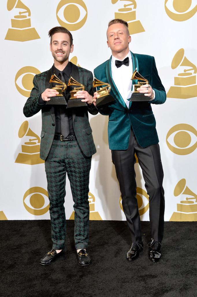 Ryan Lewis e Macklemore protagonizaram um dos  momentos  mais emocionantes da festa. E um dos mais elegantes também. Faltou aliviar um pouco nos brilhos, mas mesmo assim a média ficou alta.