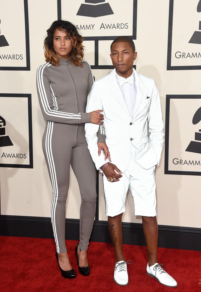 Esse ano não teve chapéu de guarda florestal. Mas teve smoking branco com bermuda e sapato branco. Dá até pra ver que Pharrell tem noção de estilo, mas essa necessidade de ousar demais não tá com nada.