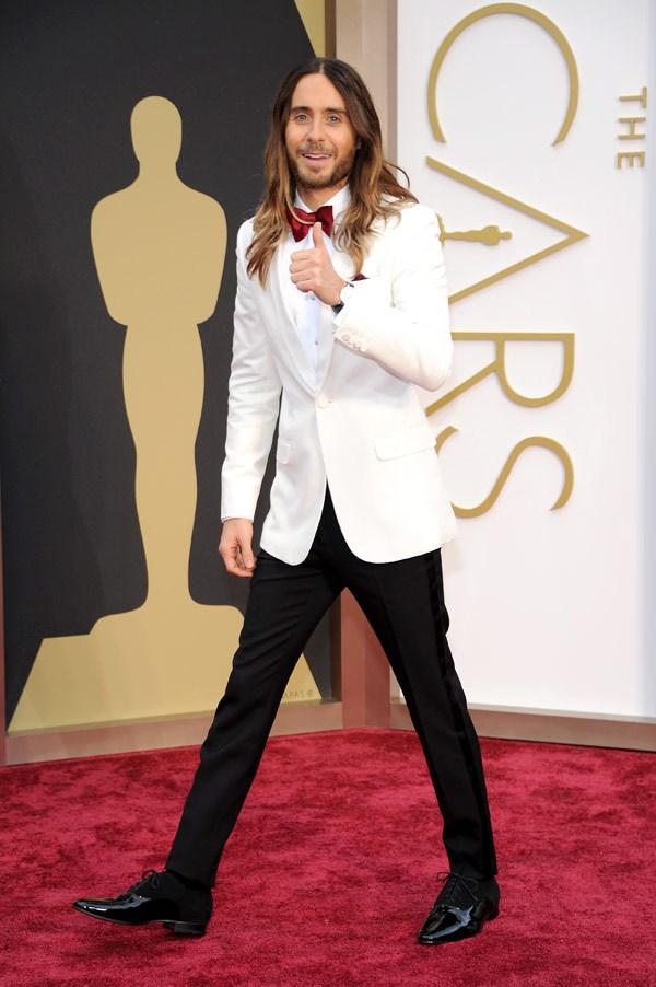 Jared Leto foi responsável por dois elementos inusitados na cerimônia de 2014: a cabeleira longa e o smoking branco. Ousados, é verdade, mas funcionaram.