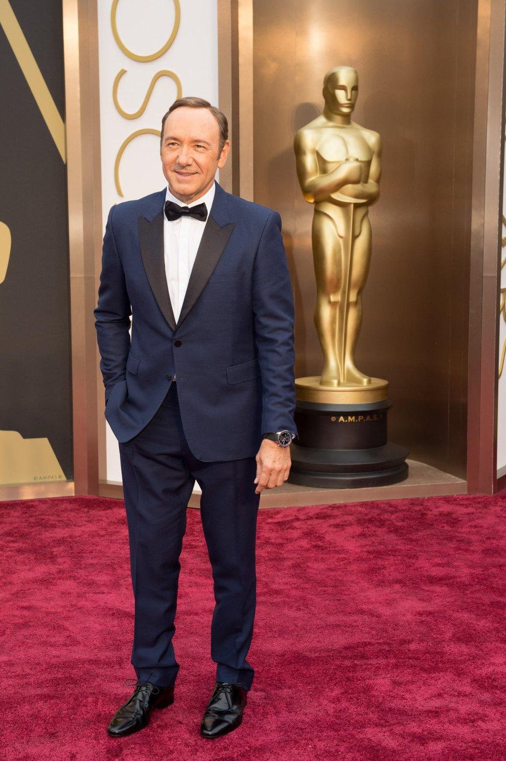 Podem tentar o quanto quiserem, mas vai ser difícil bater o smokingque Kevin Spacey vestiu na edição passada do Oscar. Praticamente gritando elegância e originalidade.