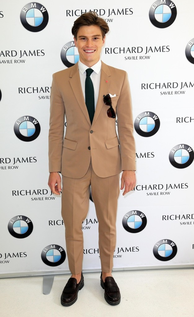 Oliver+Cheshire+Arrivals+Richard+James+Runway+yvf6TccILXHx.jpg