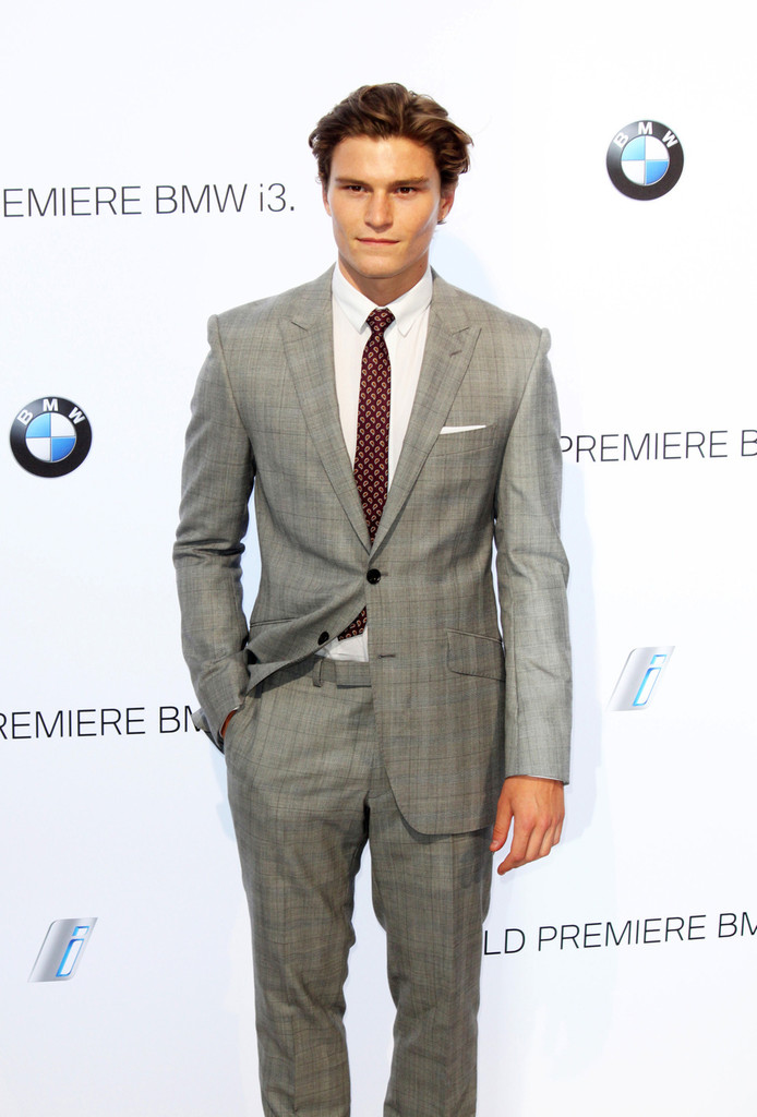 Oliver+Cheshire+Stars+BMW+i3+Party+Part+2+-zGt_W1iEf-x.jpg
