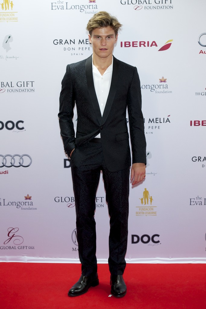 Oliver+Cheshire+Global+Gift+Gala+Red+Carpet+025ijez2R0bx.jpg