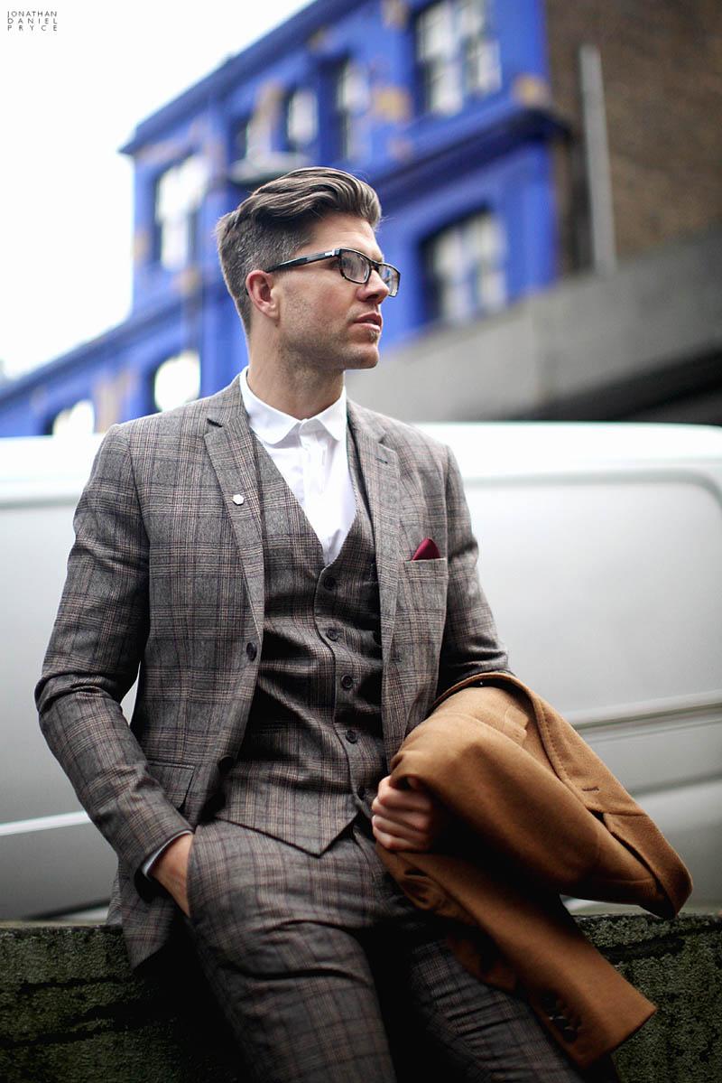Darren-kennedy-3-piece-glen-plaid-suit-white-shirt-tieless.jpg