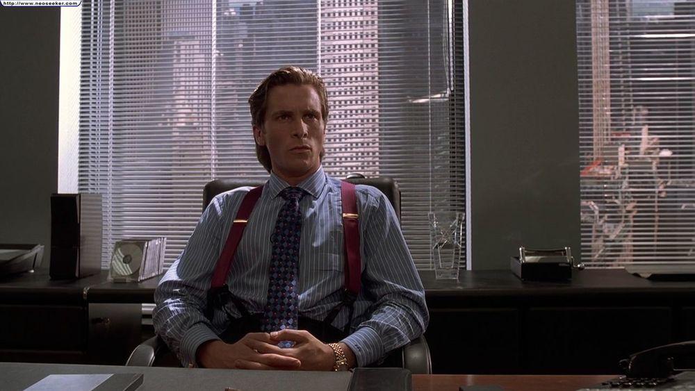Psicopata Americano. Retornando ao nosso convívio, esse retrato agressivo e cômico da vida de um  serial killer  de Wall Street mostra, também, como a vida dentro de um escritório pode ser mais elegante. Para não dizer sangrenta.