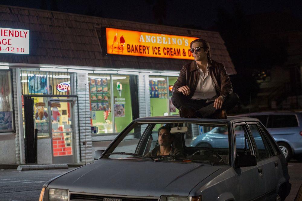 """O Abutre. Para muitos, uma injustiça não incluir Jake Gyllenhaal nos indicados ao Oscar desse ano. Seu trabalho no filme """"O Abutre"""" é realmente impecável. Assim como as suas roupas e o seu penteado."""